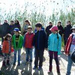 Niños atendiendo en el paseo por la Albufera