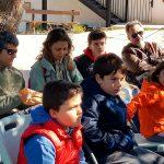 Niños atendiendo en la actividad familiar de Ambientalys
