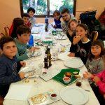 Niños en la comida de la actividad familiar en la Albufera - Ambientalys