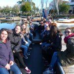 Asistentes de la actividad en paseo en barca por la Albufera